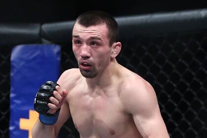 Российский боец одержал третью подряд победу в UFC