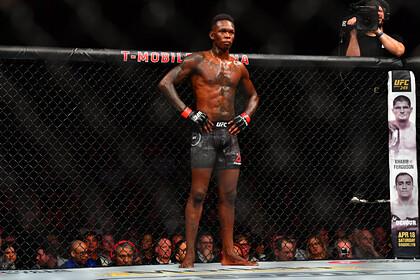 Чемпион UFC Адесанья потерпел первое поражение в карьере