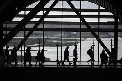 Пассажиры самолета связали россиянку скотчем и веревкой