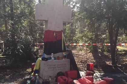 В Германии неизвестные осквернили памятник Бандере
