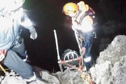 Мужчина сорвался с отвесной скалы в Крыму и умер