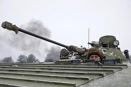 Луганск зафиксировал стягивание украинской бронетехники в Донбасс