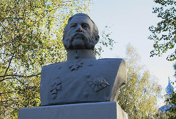 Памятник Александру II в селе Берново Тверской области