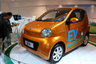 """Серийный выпуск DongFeng E30L для внутреннего китайского рынка <a href=""""https://carnewschina.com/2015/03/09/dongfeng-fengshen-e30-e30l-evs-launched-in-china/"""" target=""""_blank"""">начался</a> в 2015-м, электрокар предназначен для езды по городу.  Машина оснащена электродвигателем на 22 лошадиные силы, разогнаться может максимально до 80 километров в час. Запас хода— 130 километров, а заряжать ее нужно до восьми часов. Цена — около 20 тысяч долларов (1,5 миллиона рублей)."""