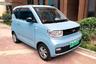 """В основном электромобили в Китае идут на внутренний рынок, и их внешний вид отражает потребности местных жителей: в условиях густонаселенных городов транспорт должен быть компактным. Любовь китайцев к небольшим машинам подтверждает статистика: самым продаваемым электромобилем <a href=""""https://cntechpost.com/2020/12/01/chinas-best-selling-electric-car-sells-a-record-33094-units-in-nov/"""" target=""""_blank"""">оказался</a> MINI EV. Машина стоит всего 4,4 тысячи долларов (322,8 тысячи рублей) и может заряжаться от домашней розетки. В зависимости от комплектации на полном заряде она может проехать от 120 до 170 километров."""