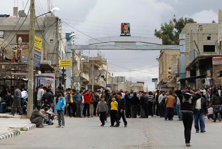 Протестующие у мечети Аль-Омари в Босре в марте 2011 года