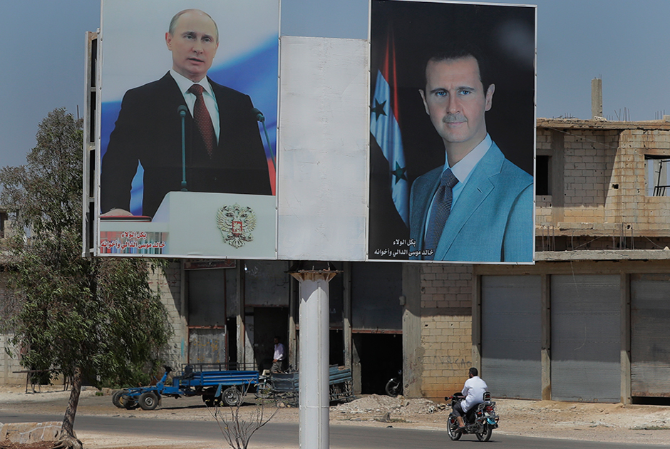 Портреты президентов России и Сирии Владимира Путина и Башара Асада в городе Эр-Растан