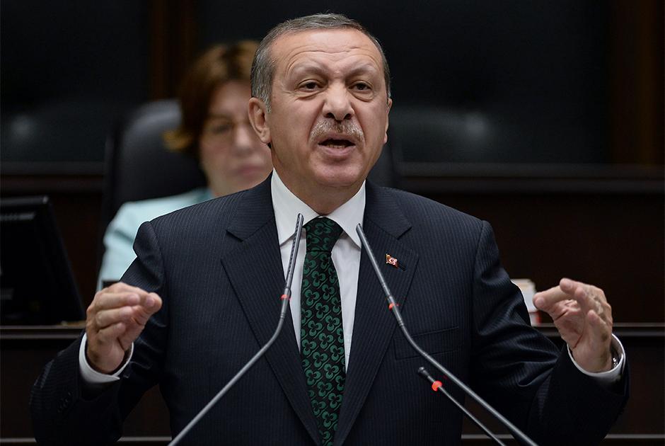 Турецкий президент Реджеп Тайип Эрдоган выступает перед законодателями в Анкаре