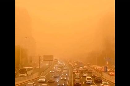 Пекин накрыла мощнейшая песчаная буря