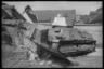 Французский средний танк Somua S35 таранит кирпичную ограду одного из домов. Франция, 1940 год.
