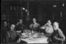Немецкие военные пьют пиво после обеда. Париж, Франция, 1940 год.