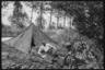 Немецкие военные возле солдатской палатки. Франция, 1940 год.