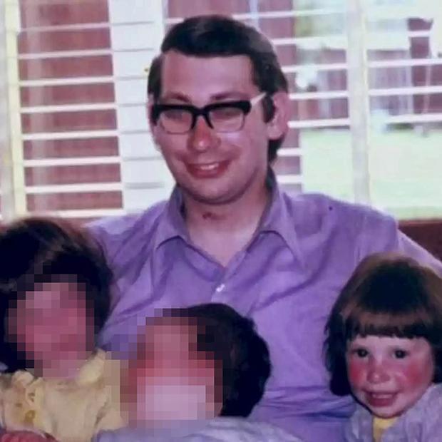 Ричард Хейнс с детьми. Джени справа
