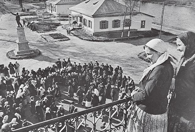 Выходной день в колхозе. Чапаевск. Украина. 1930-е годы