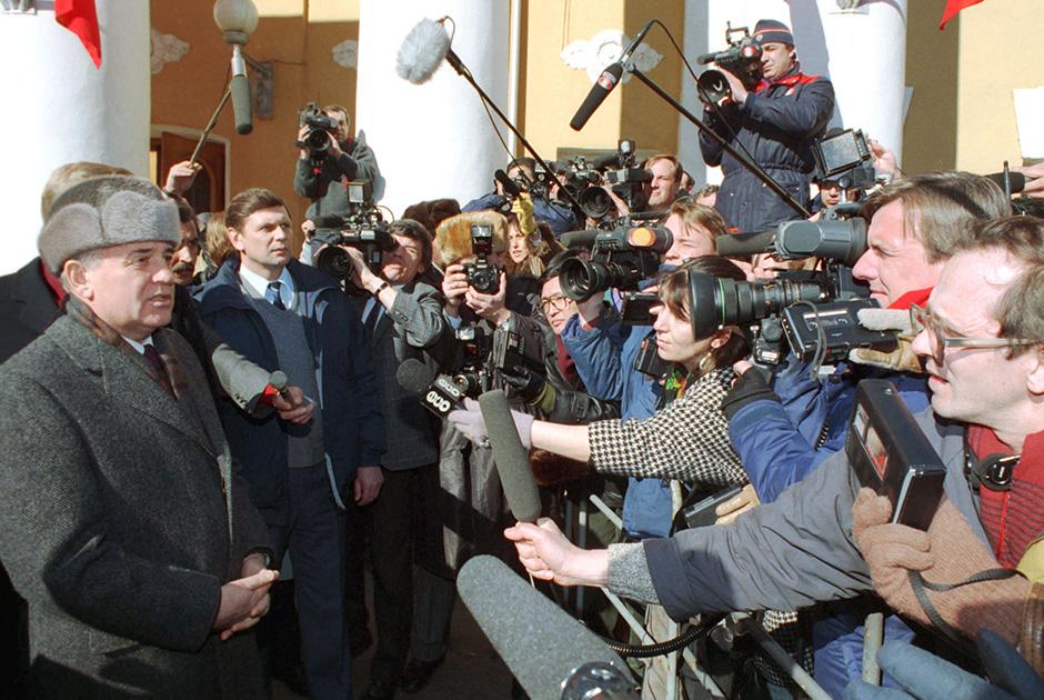 Президент СССР Михаил Горбачев после голосования на референдуме о сохранении СССР