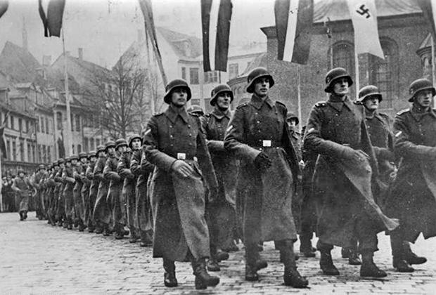 Парад солдат 15-й вооруженной гренадерской дивизии СС, Рига, 18 ноября 1943 года