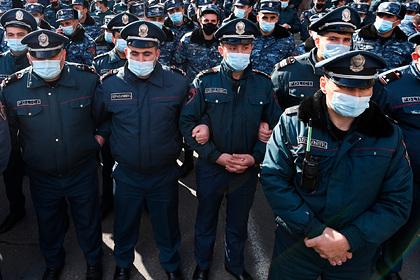 В Ереване полиция оцепила здание министерства перед приходом Пашиняна