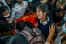 Еще одна жертва продолжающегося в стране насилия — 18-летний студент-медик Хант Ньяр Хайн. Он был застрелен полицией во время протестов в Янгоне 14 марта 2021 года. В то воскресенье силовики устроили настоящую бойню, было убито не менее 70 человек, а на следующий день — еще 20. <br></br> Спустя два дня в Янгоне прошли массовые похороны, проститься с погибшими вышли сотни людей. Пока собравшиеся скандировали революционные лозунги, мать Ханта рыдала над телом сына: «Пусть убьют меня прямо сейчас, пусть убьют меня, но вернут сына...»