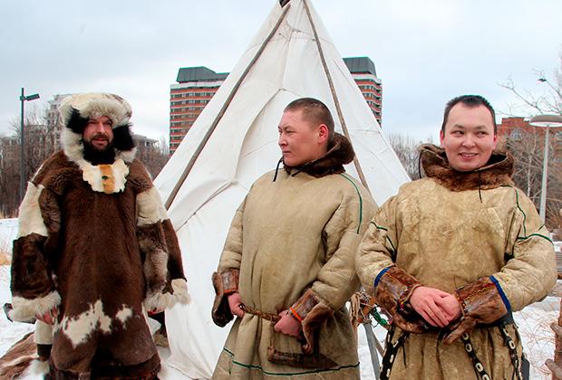 Участники праздника коренных народов Сибири в парке «Музеон» в Москве