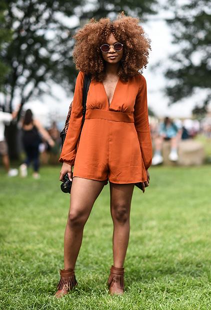 Блогерка Michelene J в комбинезоне H&M на фестивале Panorama Music Festival, 2017 год
