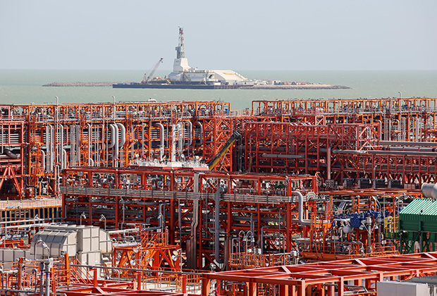 An oil rig (rear) and infrastructure of D Island, the main processing hub, are pictured at the Kashagan offshore oil field in the Caspian sea in western Kazakhstan August 21, 2013. To match Exclusive OIL-CASPIAN/ REUTERS