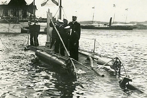 Первая русская подводная лодка «Дельфин». 1903 год