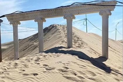 Популярный российский курорт занесло песком