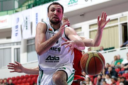 Российский баскетболист-чемпион разозлил таксиста и проехал на капоте его машины