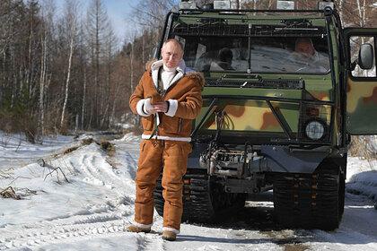 Президент России Владимир Путин во время прогулки в тайге