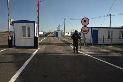 Контрольный пункт у линии соприкосновения в Донбассе