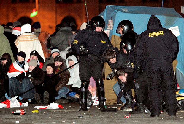Разгон палаточного городка в Минске, 25 марта 2006 года