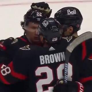 Российский игрок НХЛ забил броском из-за своих ворот