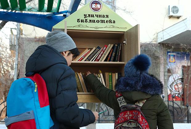 Уличная библиотека в казахстанском Байконуре