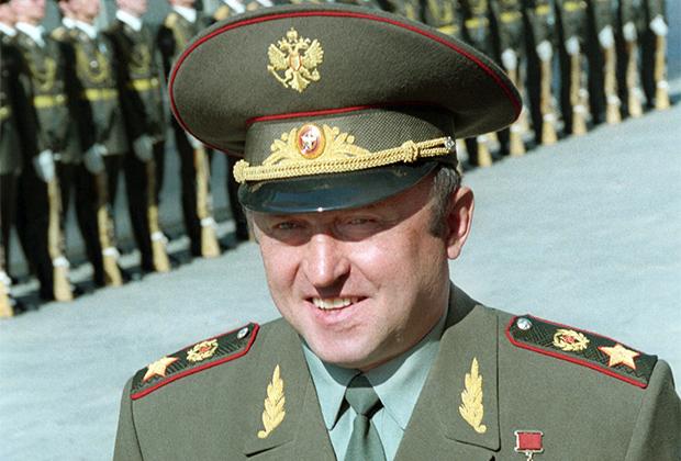 Павел Грачев, в 1992-1996 годах — министр обороны России