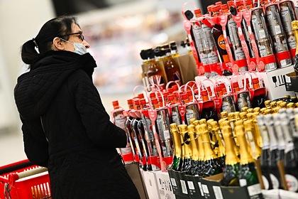 В России рассмотрят предложение о запрете продажи алкоголя покупателям с детьми
