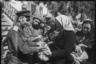 Женщины принесли подарки раненым солдатам. Ботошани, Румыния. Апрель 1944 года.