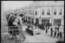 Местные жители с балконов смотрят на советский танк Т-34. Ботошани, Румыния. Апрель 1944 года.