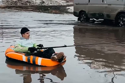 Россиянин устроил рыбалку в луже