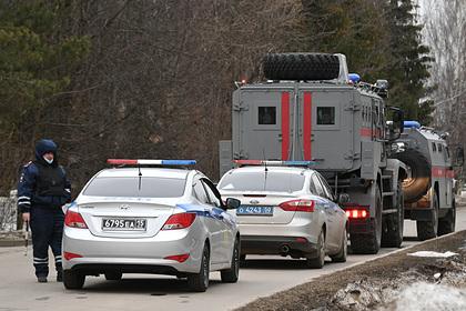 Спецназ начал покидать место перестрелки с мужчиной в горящем доме в Мытищах