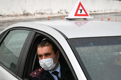 Во время экзамена на права разрешат использовать машины автошкол и ГИБДД