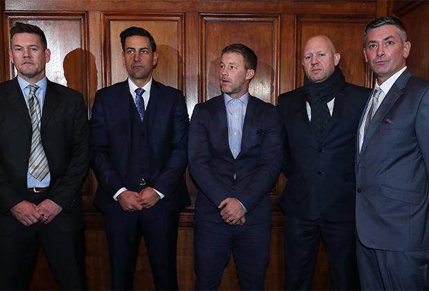 Бывшие футболисты Марк Уильямс, Энди Вудварт, Стив Уолтерс, Джейсон Данфорт, Мэтт Монахэн (слева направо)