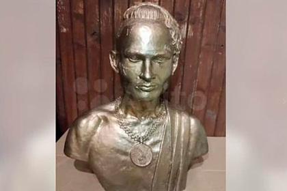 Украденный в Петербурге бюст Моргенштерна выставлен на продажу