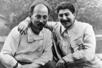 Иосиф Сталин (справа) и Феликс Дзержинский (слева)