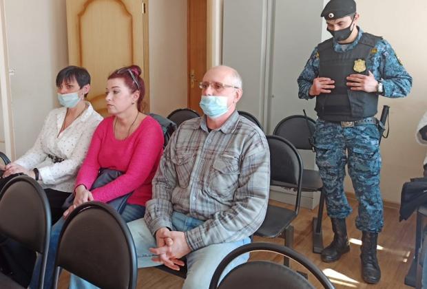 Обвиняемые во время оглашения приговора. Вадим Колченко — в центре