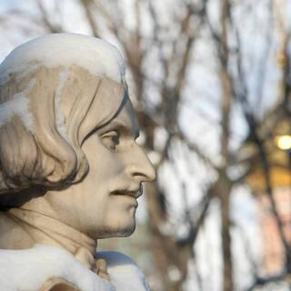 Бюст на могиле  Гоголя на Новодевичьем кладбище