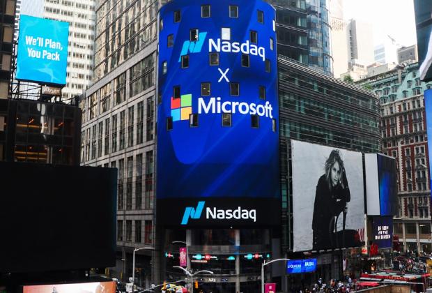 NASDAQ MarketSite на Таймс-сквер в Нью-Йорке. Во время IPO на бирже NASDAQ на экране ведутся прямые трансляции