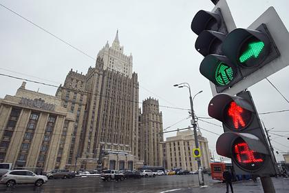 Осквернение памятника Грибоедову в Тбилиси связали с визитом Познера