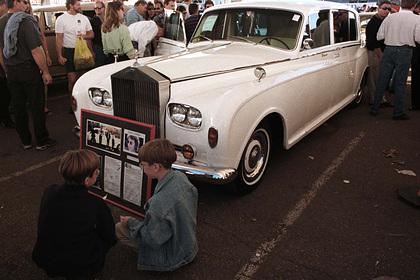 Российские мастера разорвали и обокрали салон Rolls-Royce как у Джона Леннона