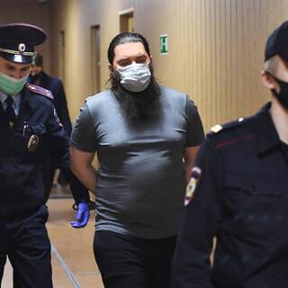 Кирилл Черкалин (в центре)