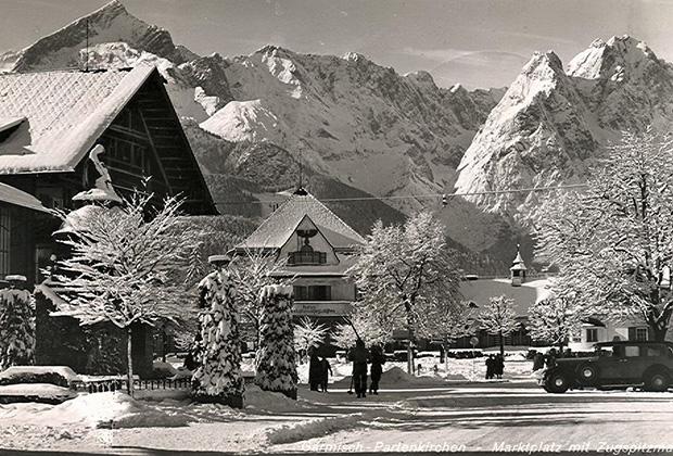 Первоначально зимняя Олимпиада должна была пройти в Саппоро (Япония). Из-за отказа Японии их перенесли сначала в Швейцарию, а затем в Германию. В 1939 году Игры отменили из-за начала Второй мировой войны. Тогда немцы провели Международные зимние игры среди своих союзников.